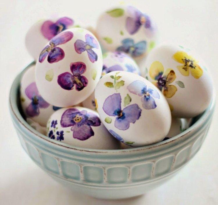 Βάψτε αυγά με υλικά που υπάρχουν στην κουζίνα σας!! Πειραματιστείτε!! Έχει πλάκα!!