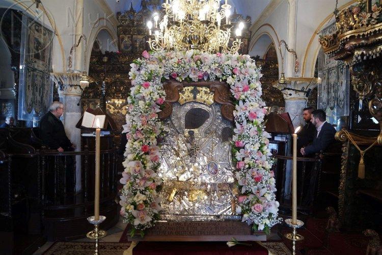 Μύκονος: Η πρώτη παράκληση προς την Υπεραγία Θεοτόκο στην Ιερά Μονή Παναγίας Τουρλιανής, στην Ανω Μερά.