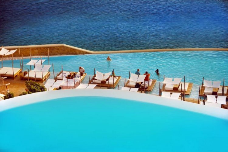 Τι προβλέπει ο κανονισμός για τις πισίνες στα ξενοδοχεία και τι πρέπει να προσέχουν οι τουρίστες