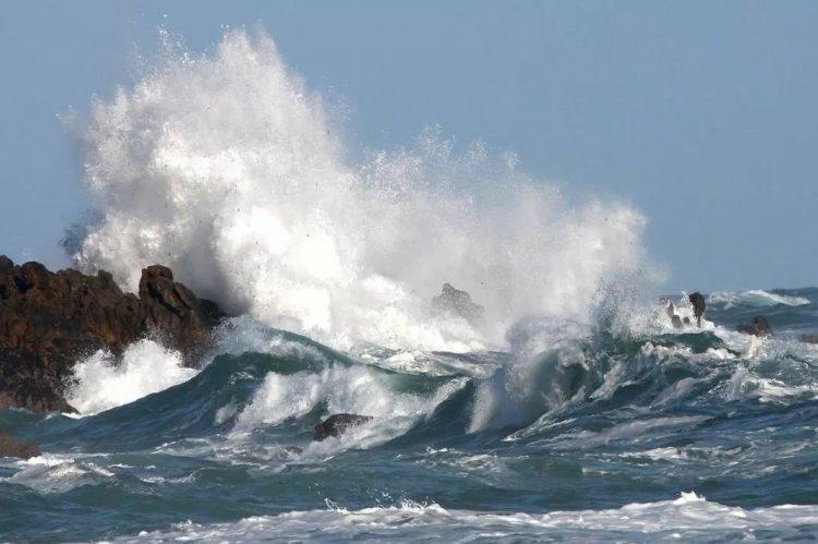 Σε ισχύ και σήμερα το γενικό απαγορευτικό απόπλου από Πειραιά & Ραφήνα - Άνεμοι στο Αιγαίο έως 10 bf