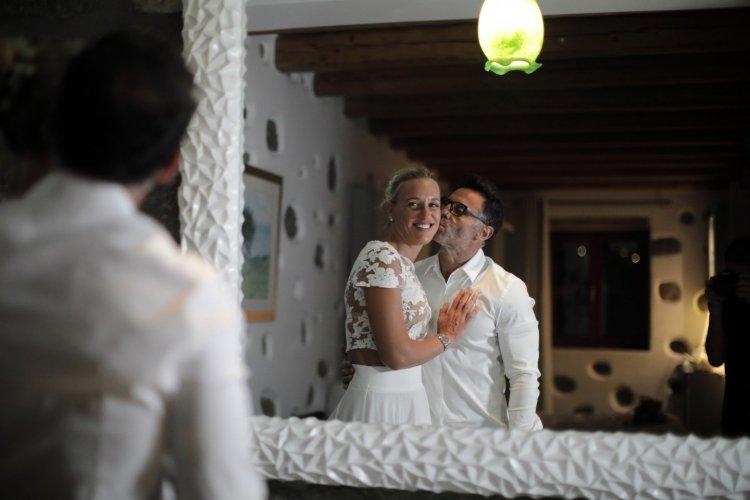 Coronavirus Wedding: Ένας διαφορετικός γάμος στη Μύκονο!! Ζευγάρι παντρεύτηκε με μόλις τρεις καλεσμένους [pics]