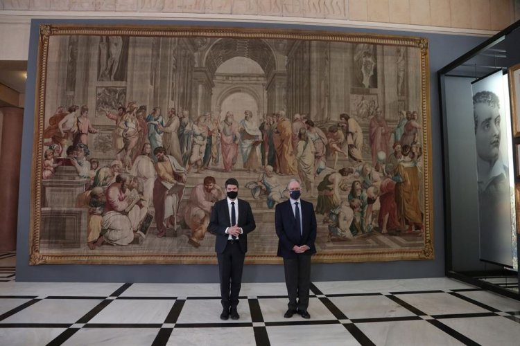 Greek Revolution Bicentenary: Στο περιστύλιο της Βουλής η «Σχολή των Αθηνών» της Γαλλικής Εθνοσυνέλευσης