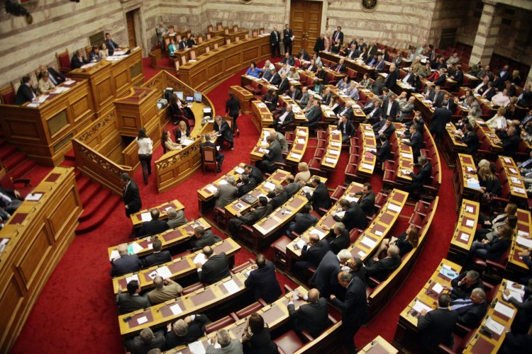 Parliament: Υπερψηφίστηκαν από ΝΔ νομοσχέδιο για «λόμπινγκ» και τροπολογία για υποχρεωτικό εμβολιασμό