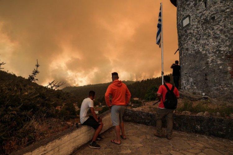 Fires in Greece: Μήνυση για τις πυρκαγιές σε Εύβοια - Αττική, κατέθεσε δικηγόρος στην εισαγγελία Πρωτοδικών