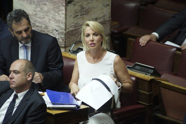 MP Katerina Monogiou: Η Κατερίνα Μονογυιού κατέθεσε αναφορά στη Βουλή για την προστασία του παλαιού αιγιαλού στο Καλό Λιβάδι
