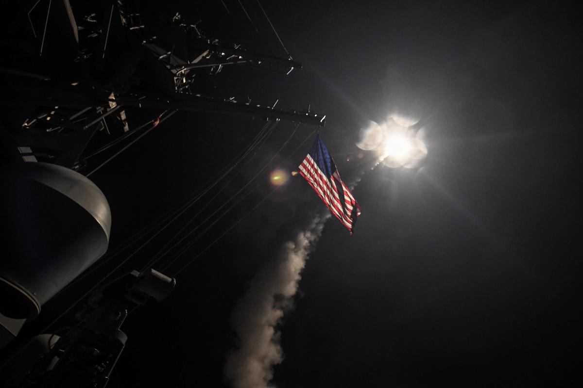 """, Κόλαση! Επίθεση στη Συρία – Ο Τραμπ ρίχνει """"Τόμαχοκ"""" στον Άσαντ [vids]"""