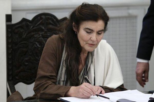 , Ποινικά υπόλογη η Λυδία Κονιόρδου, για την παραχώρησηι προς εκμετάλλευση της παραλίας της Φτελιάς στη Μύκονο