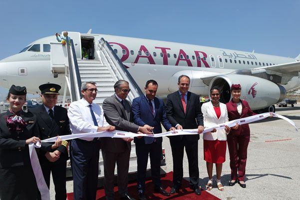 , Na recepção do primeiro, vôo direto da Qatar Airways a partir de Doha para o aeroporto de Mykonos, participou da Região (fotos & vids)