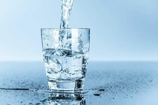 , Εμφιαλωμένα νερά: Ολη η αλήθεια για το τι ακριβώς συμβαίνει και τι νερό πίνουμε
