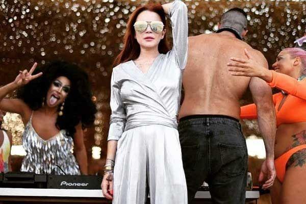 , Ο χορός της Lindsay Lohan με άρωμα Μυκόνου γίνεται viral!! [Video]