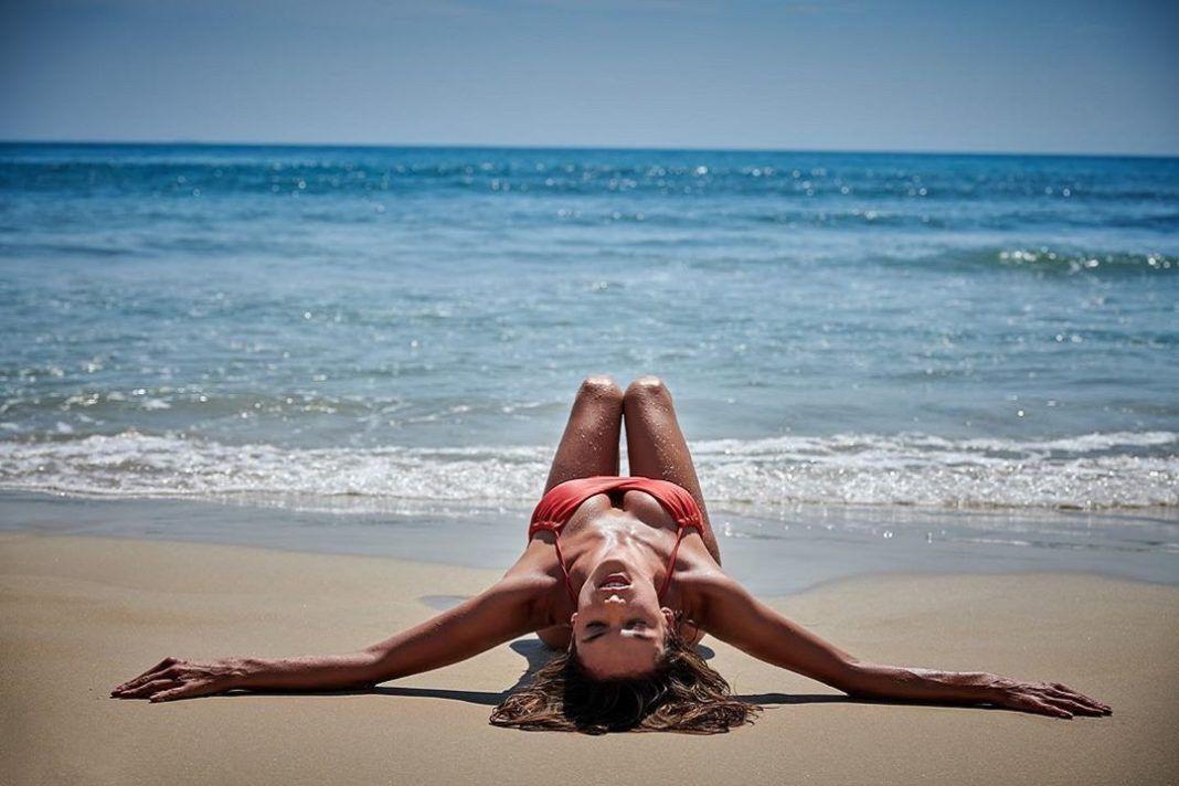 , Την Μύκονο για ακόμη μια φορά επέλεξε η καλλονή Alessandra Ambrosio, για να περάσει τις διακοπές της!!