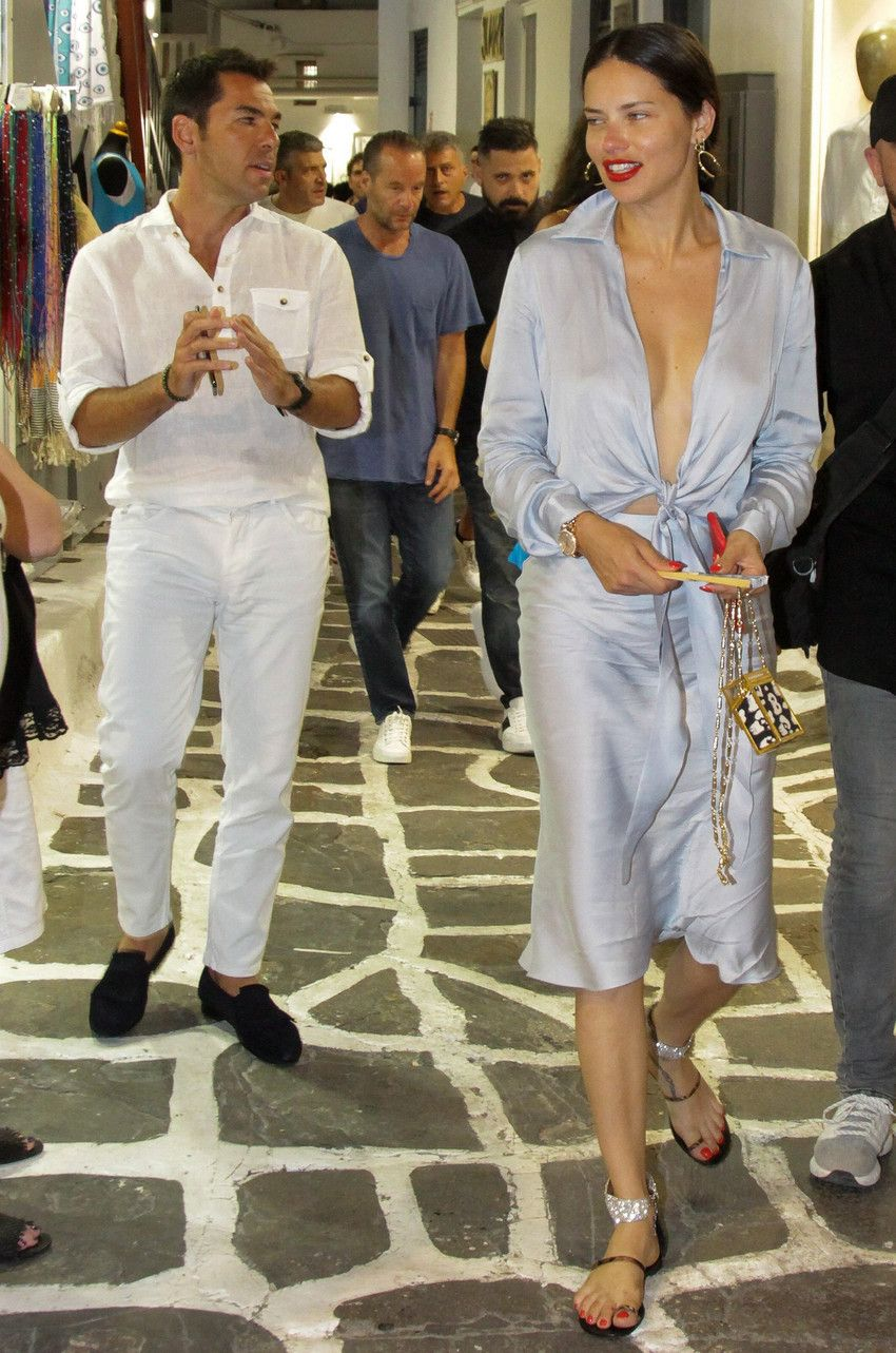 , Mykonos carefree moments for Adriana Lima with her beloved Emir Uyar