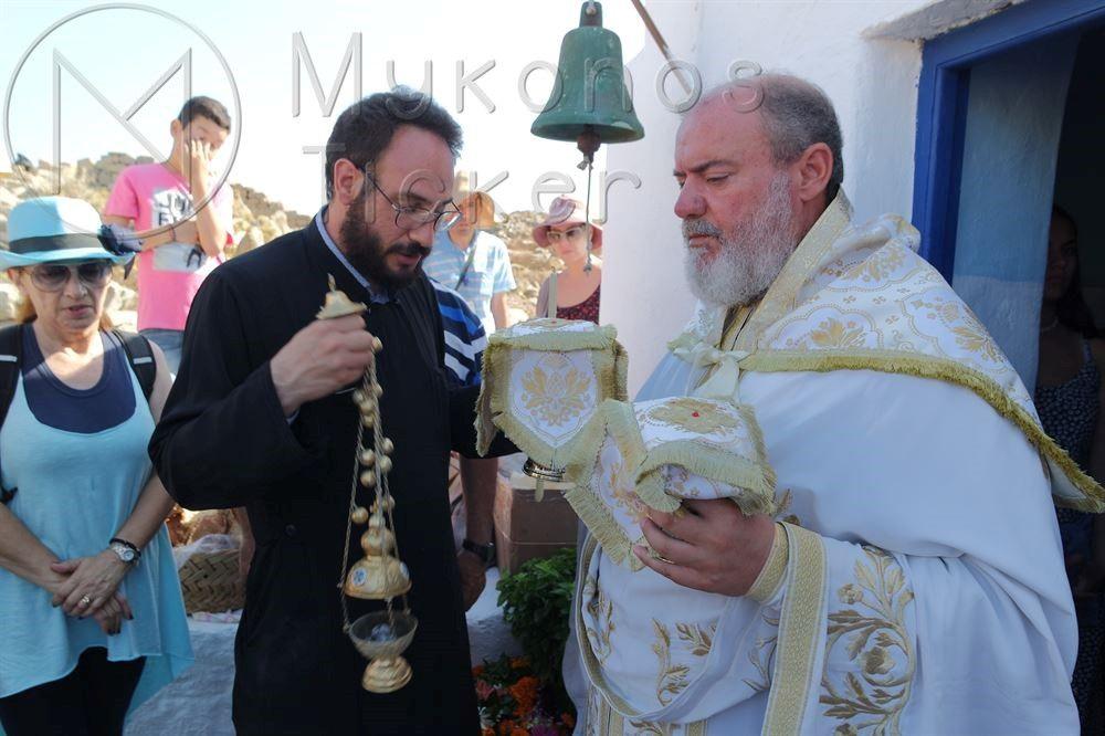 , Θεία Λειτουργία στο Ξωκλήσι της Αγίας Κυριακής της «Μικροδηλιανής» στη Δήλο