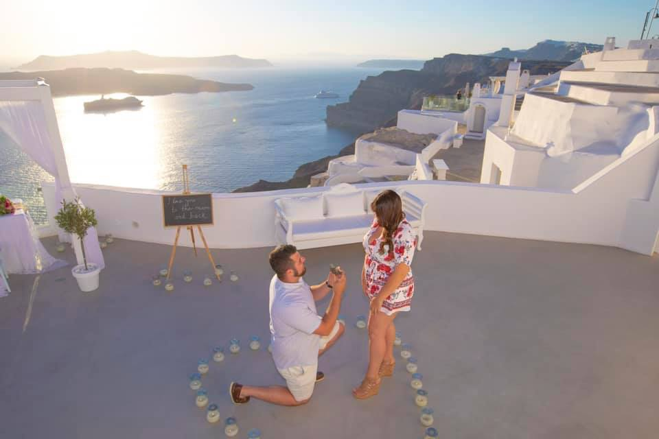 , H Σαντορίνη έχει γίνει ο απόλυτος προορισμός για προγαμιαίες φωτογραφίσεις