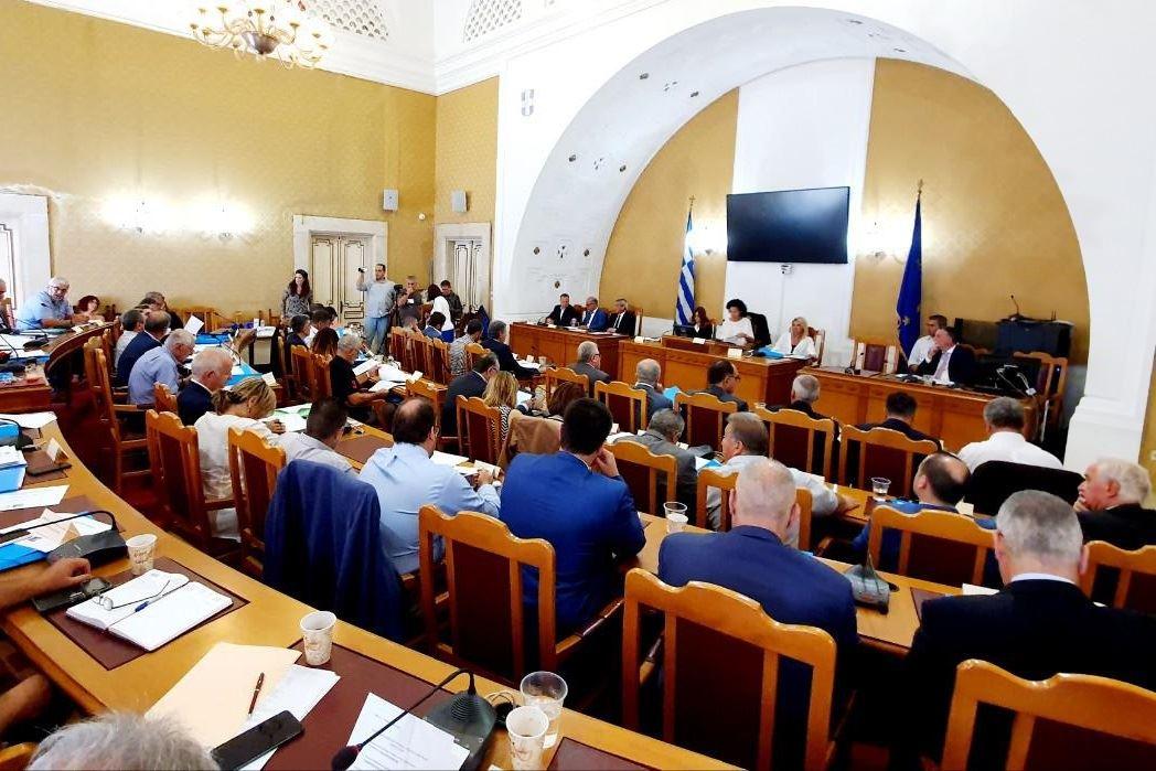 , Με πρόσθετους όρους, περιορισμούς και διαδικασία παρακολούθησης, η έγκριση του Περιφερειακού Συμβουλίου στην επένδυση της Μυκόνου