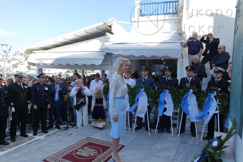, Celebração 28 de outubro – Serviço Memorial no Memorial Mykonos e grinaldas [fotos & vídeos]