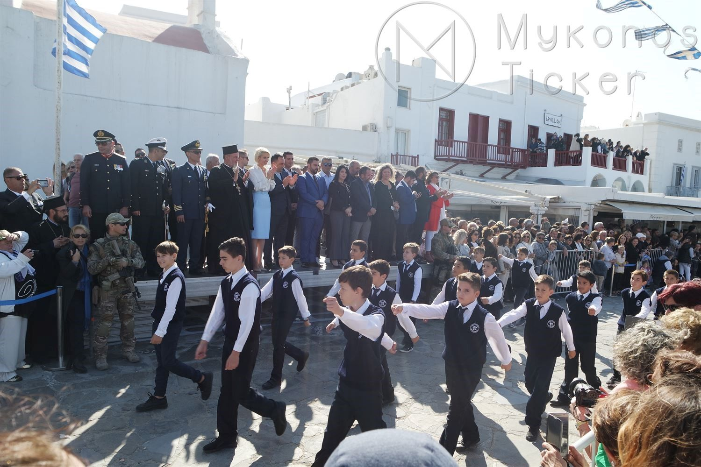 , Με τη μαθητική παρέλαση κορυφώθηκαν στην Μύκονο, οι εκδηλώσεις για το Έπος του 1940 [Εικόνες+Video]