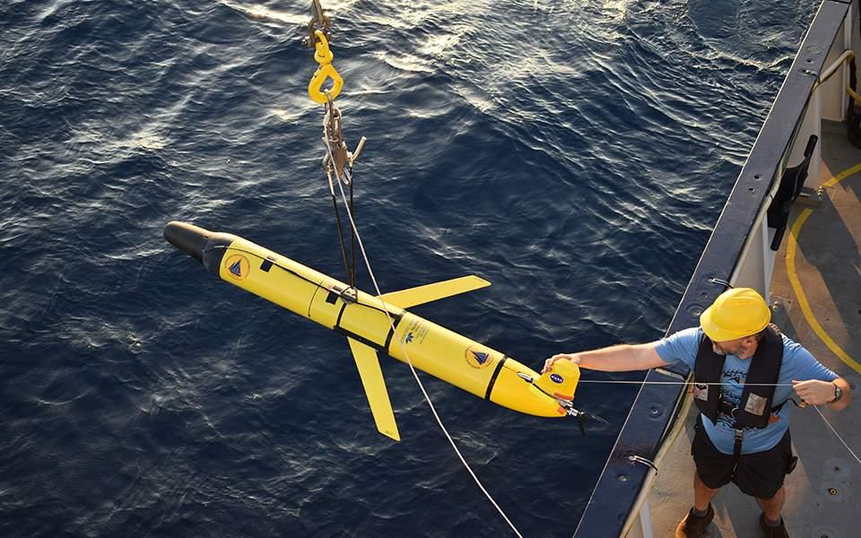 , 在NASA显微镜海底火山科伦坡圣托里尼, 具有自主水下航行器 [个]