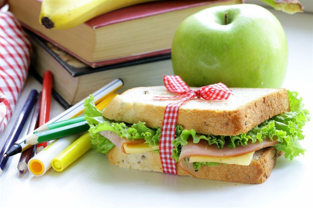 , mensa scolastica: Soft drink con patatine o frutta con yogurt