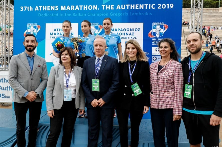 , Freedom Petroulaki of AO. Mykonos first in the Original Marathon champion and Greece (video)