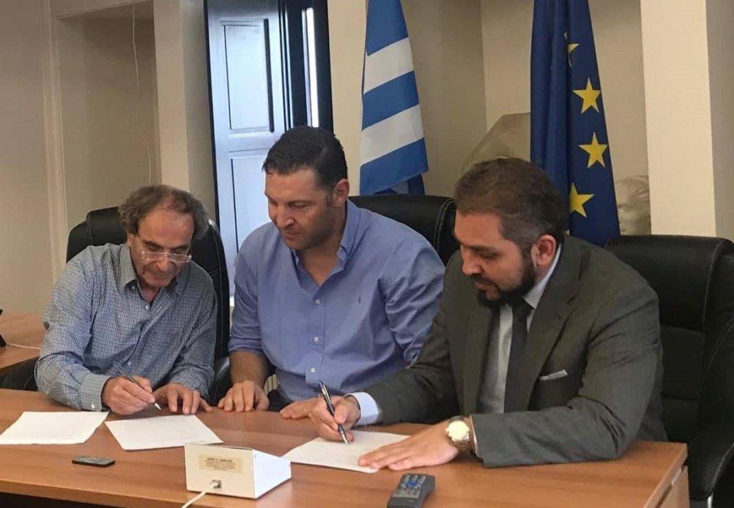 , Τήνος: Επισφραγίστηκε η συμφωνία με την Hellenic Seaplanes για τη χωροθέτηση και αδειοδότηση του υδατοδρομίου