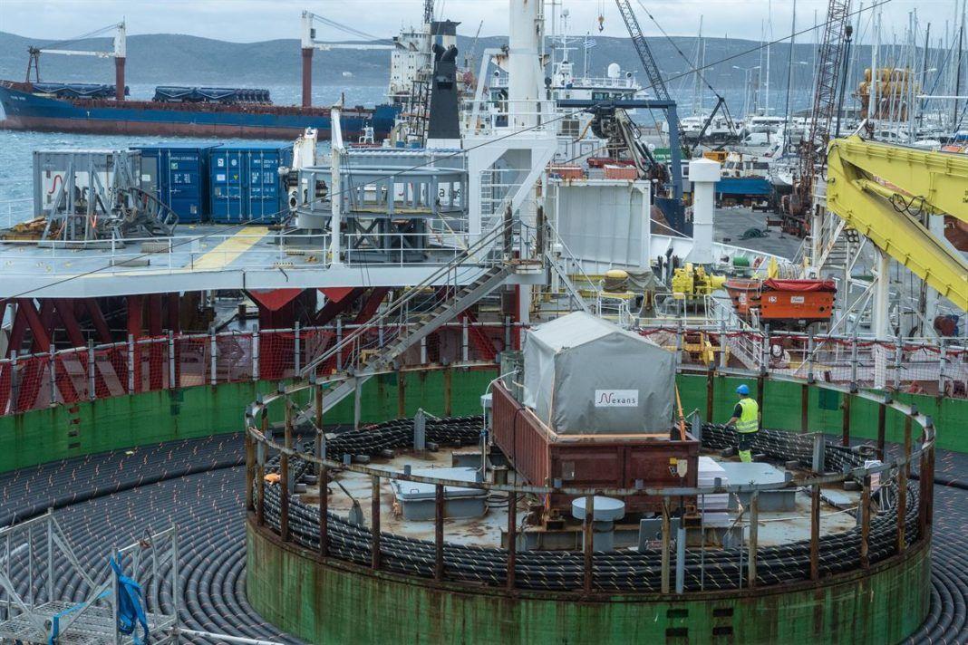 , Εναρξη κατασκευής της υποβρύχιας ηλεκτρικής σύνδεσης Λαυρίου – Σύρου